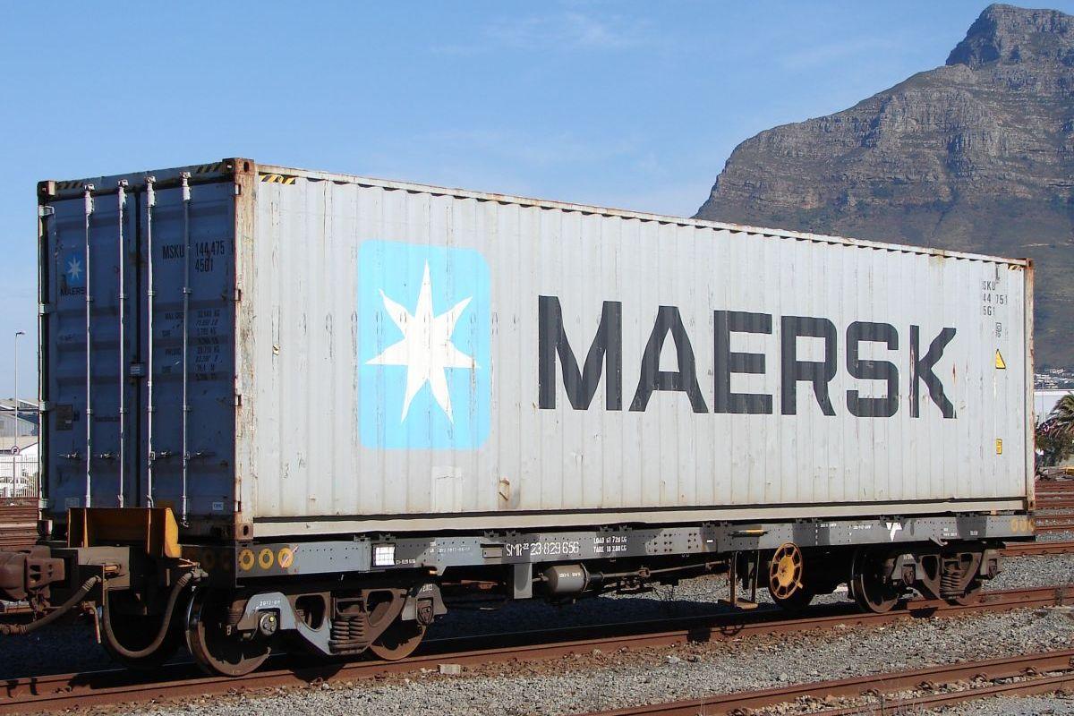 первый грузовой поезд